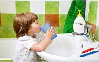 Как научить ребенка полоскать горло: три лучших способа