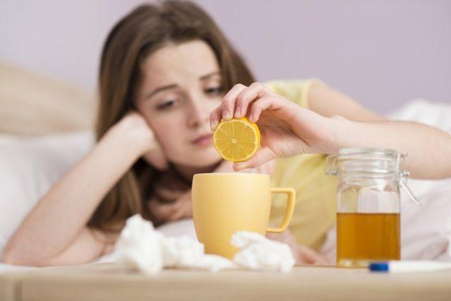 Опасно ли при кашле глотать мокроту: мнения врачей