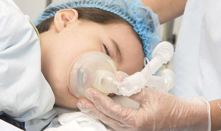 Удаление детям миндалин: особенности, что провоцирует
