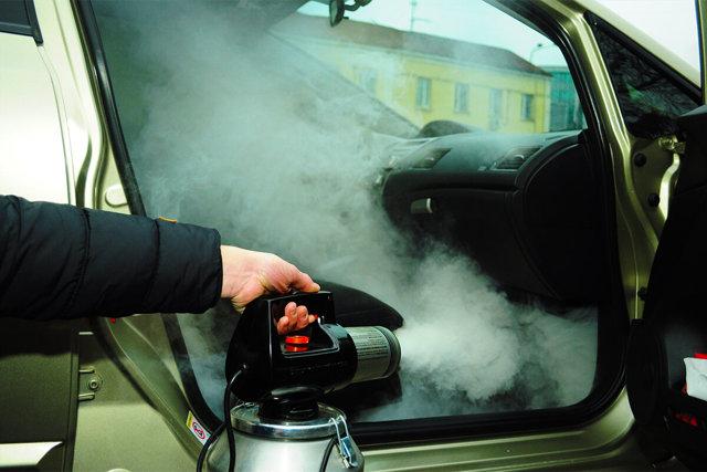 Запах разлитого в салоне автомобиля молока: как избавиться?