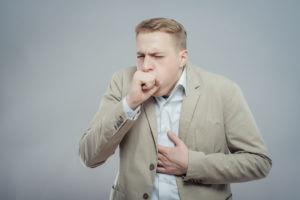 Болит ли спина при пневмонии у взрослых: места локализации боли