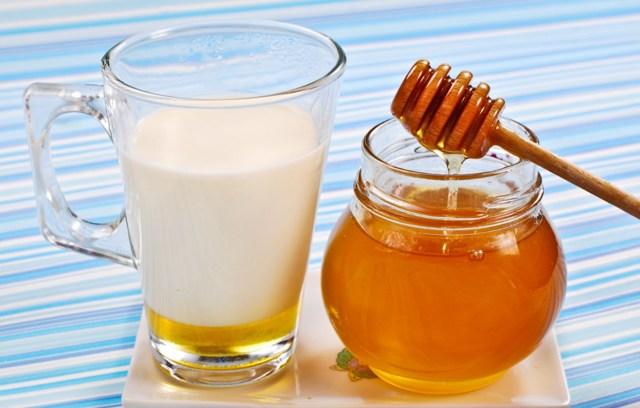 Как правильно принимать молоко с содой от кашля?