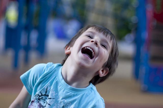 Полоскание при фарингите: особенности для детей и взрослых