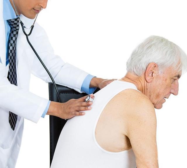 Пневмония у пожилых людей: симптомы, причины, лечение