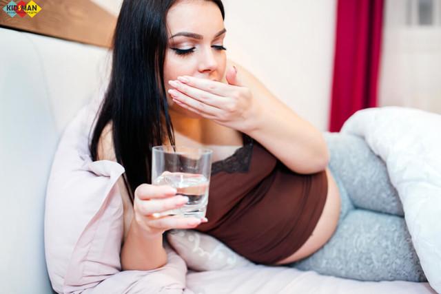Горечь в горле по утрам, после еды, при беременности: причины