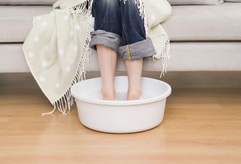 Можно ли парить ноги при кашле ребенку, взрослому?
