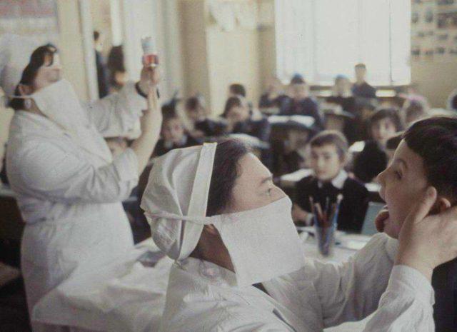 Как боролись с гриппом и ОРВИ в СССР: популярные средства